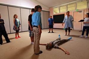 Pull: Nyelvkészséget fejlesztő játékot játszanak másodikosok a Szilikon-völgyi Waldorf iskolában.